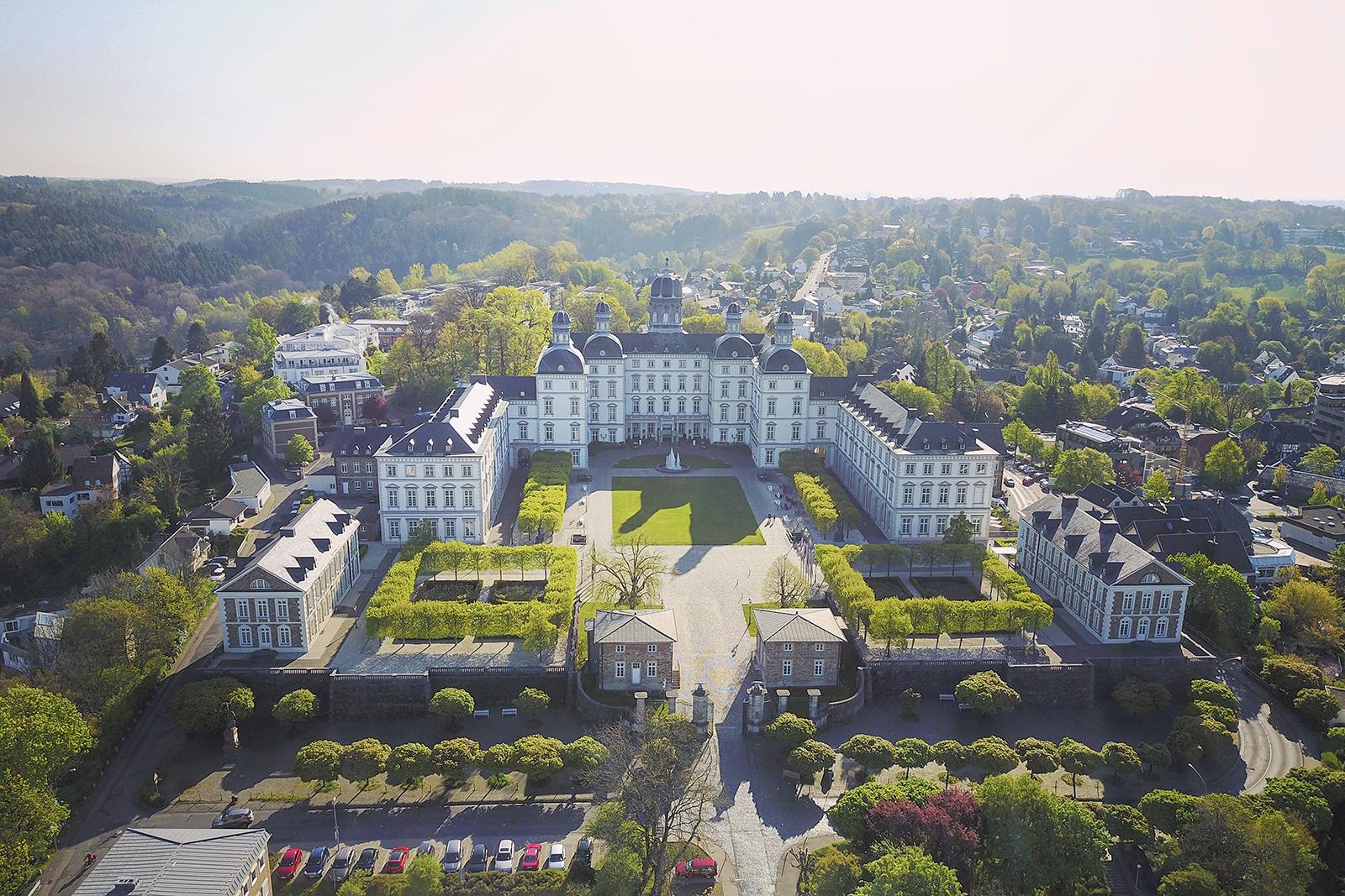 本斯伯格城堡Schloss Bensberg 可居住的城堡与米其林三星